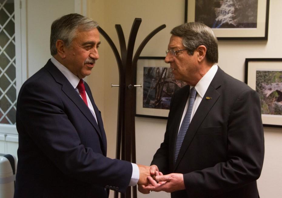 Κυπριακό: Τέλος Φεβρουαρίου η συνάντηση Αναστασιάδη - Ακιντζί