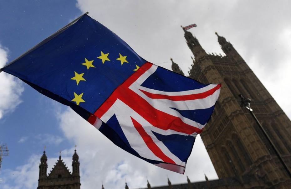 Στο τραπέζι βάζει ο Γιούνκερ το άτακτο Brexit