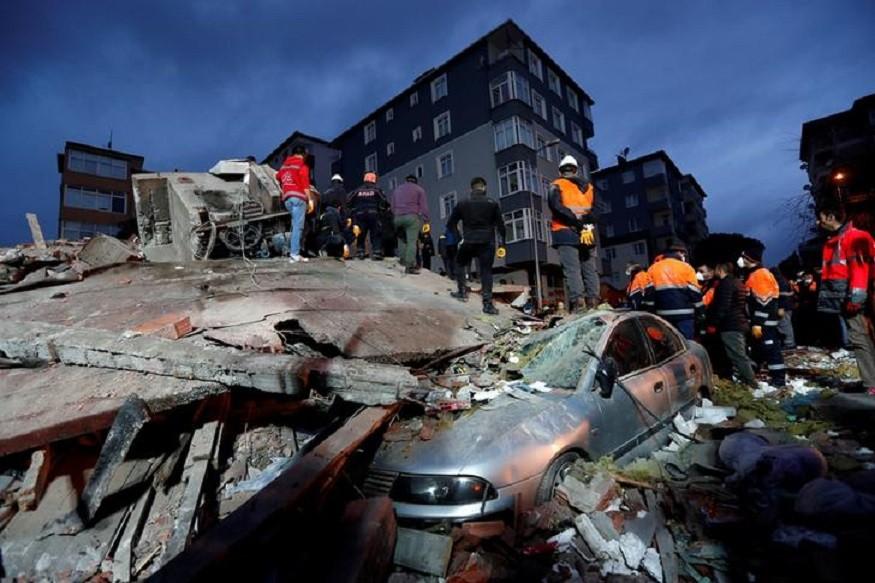 Κωνσταντινούπολη: Ξεπέρασαν τους 20 οι νεκροί από την κατάρρευση της πολυκατοικίας