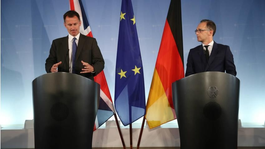 Η Βρετανία απειλεί με «καταστροφή» την ΕΕ για το Brexit