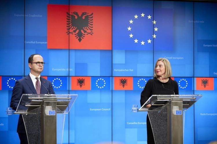 Σε αγώνα δρόμου οι Βρυξέλλες για την ένταξη ΠΓΔΜ και Αλβανίας