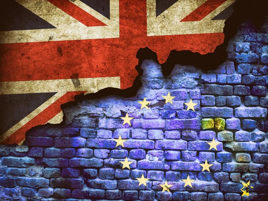 Τουλάχιστον 13 δισ. έχουν κάνει «φτερά» από τη Βρετανία, λόγω Brexit