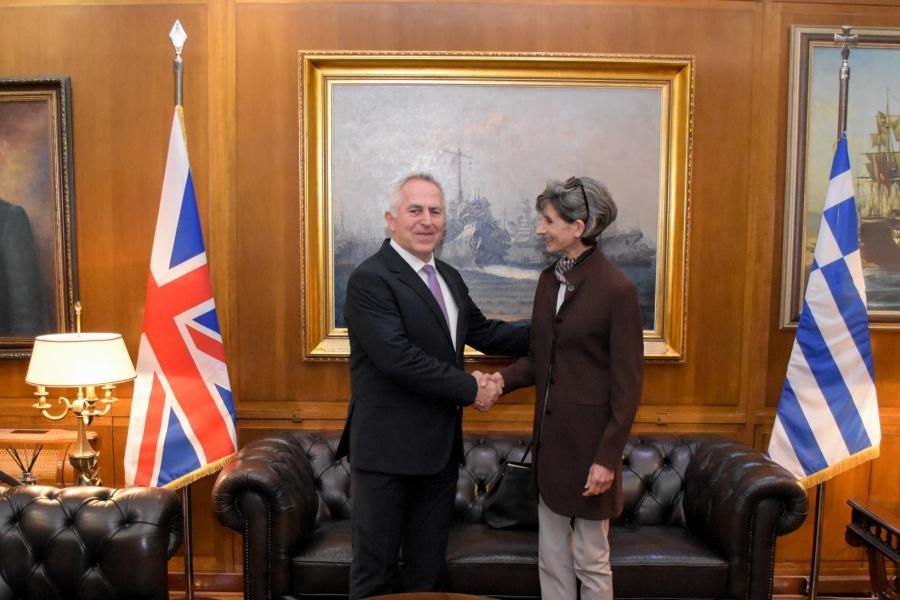 Με την Βρετανίδα πρέσβη συναντήθηκε ο Ευάγγελος Αποστολάκης