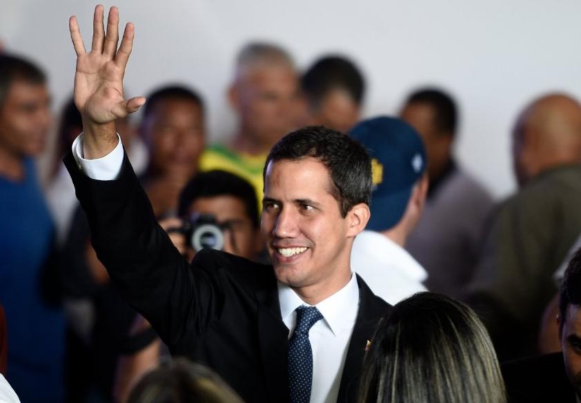 Βενεζουέλα: Ο Μαδούρο καθαίρεσε τον Γκουαϊδό