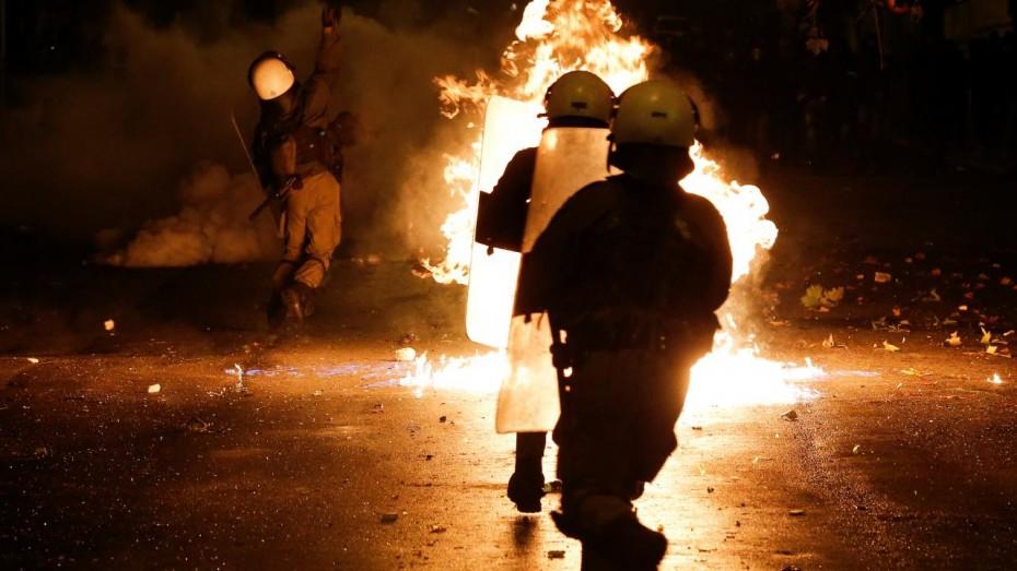 Ειδικοί Φρουροί: Περισσότεροι από 170 αστυνομικοί έχουν καεί από μολότοφ, κ. Κυρίτση