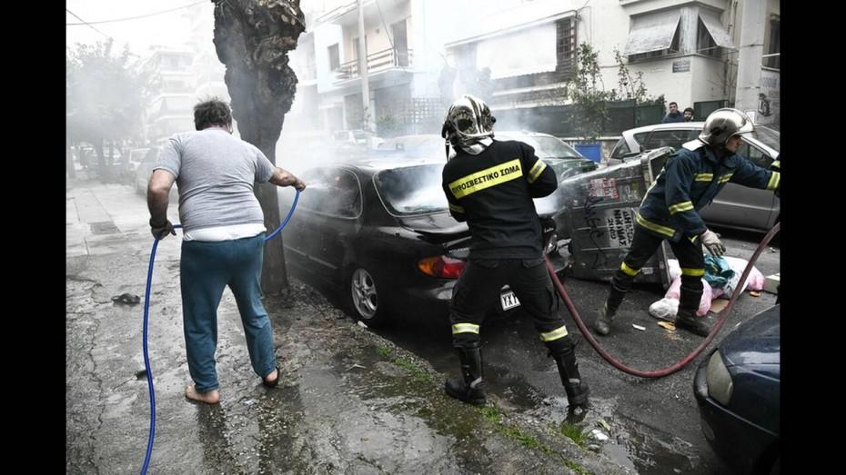 Επεισόδια μεταξύ οπαδών στη Νίκαια - Έκαψαν ΙΧ