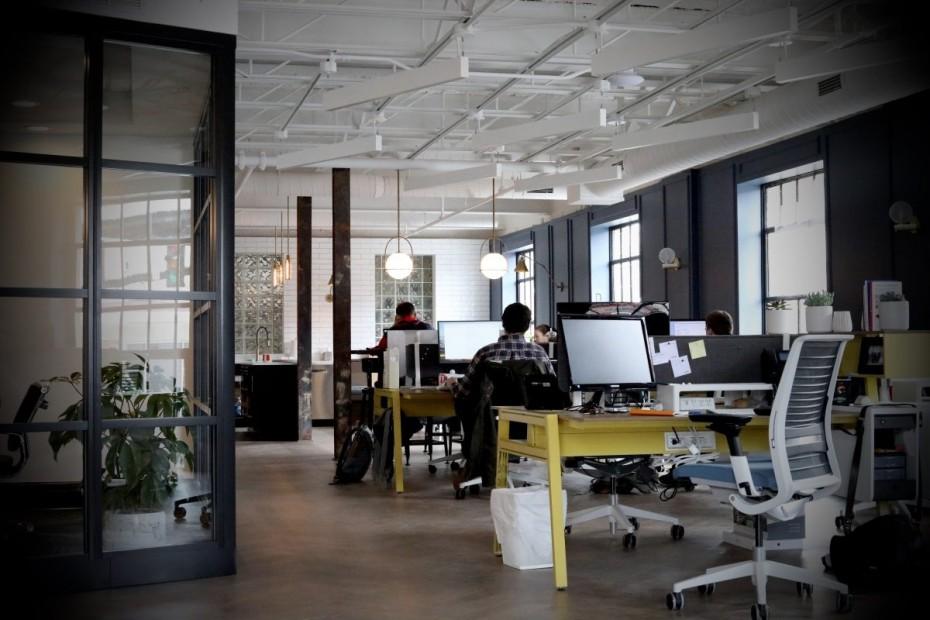 KPMG: Πόσες εταιρείες έδωσαν αυξήσεις στους εργαζόμενους το 2018