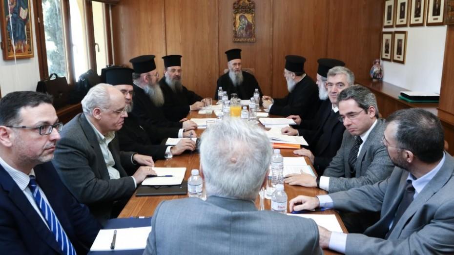 Επιθετική απάντηση Γαβρόγλου στην Εκκλησία για τη μισθοδοσία των κληρικών
