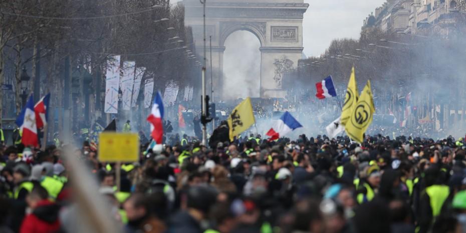 Ο Μακρόν απαγορεύει τις διαδηλώσεις των «κίτρινων γιλέκων» στο κέντρο του Παρισιού