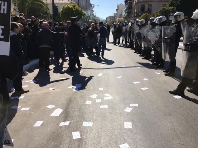 Συμπλοκές στους δρόμους της Καλλιθέας πριν τη μαθητική παρέλαση