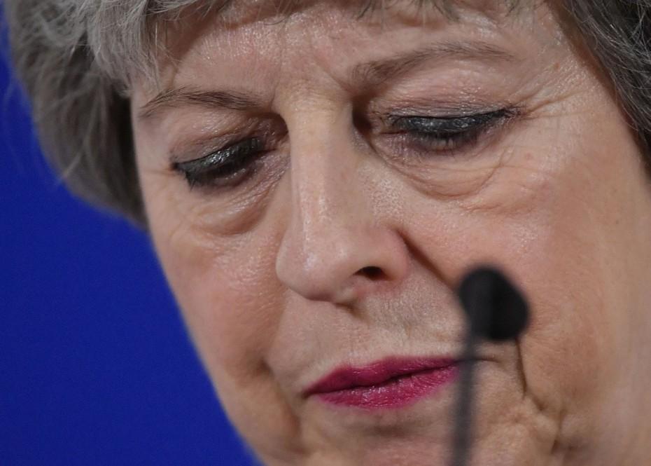Υπουργoί της βρετανικής κυβέρνησης συνωμοτούν να ρίξουν την πρωθυπουργό
