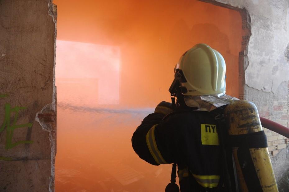 Κατάσβεση πυρκαγιάς σε διαμέρισμα στον Κορυδαλλό