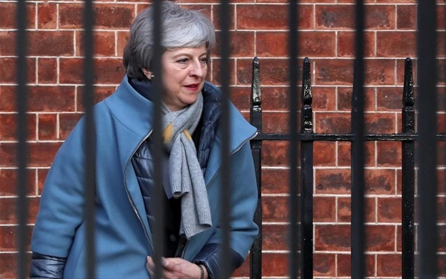Εντείνονται οι πιέσεις στην Μέι για το Brexit