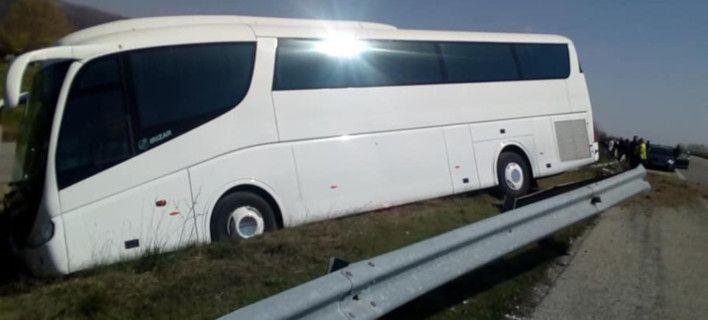 Τροχαίο με τουριστικό λεωφορείο στην Εγνατία