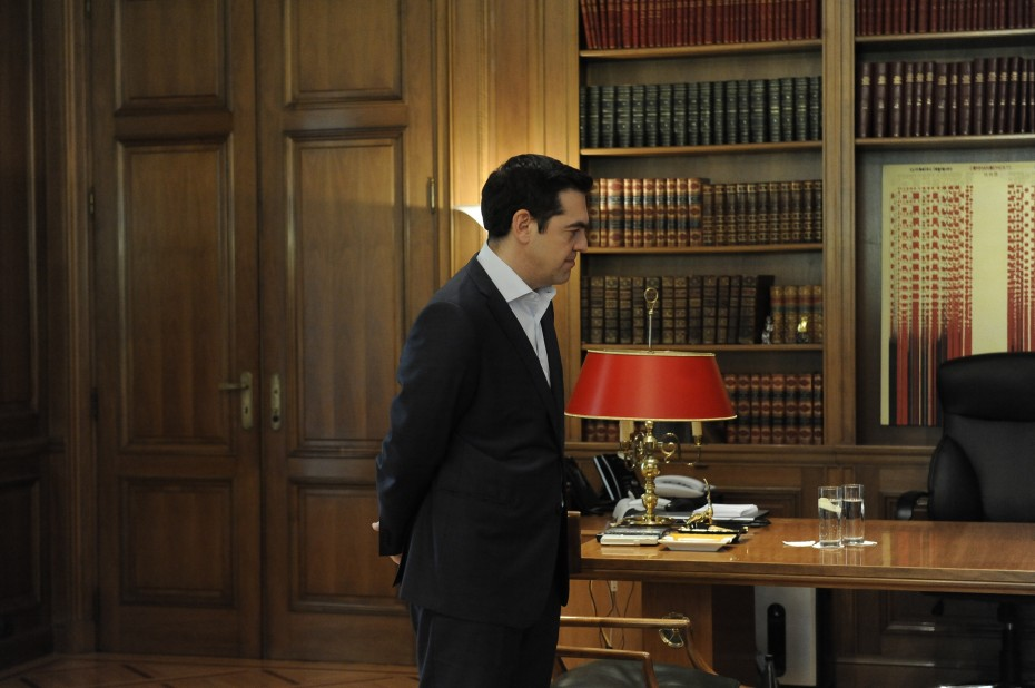 Πολιτικός «πυρετός» για την επίσκεψη Τσίπρα στα Σκόπια με στάση... στη Θεσσαλονίκη