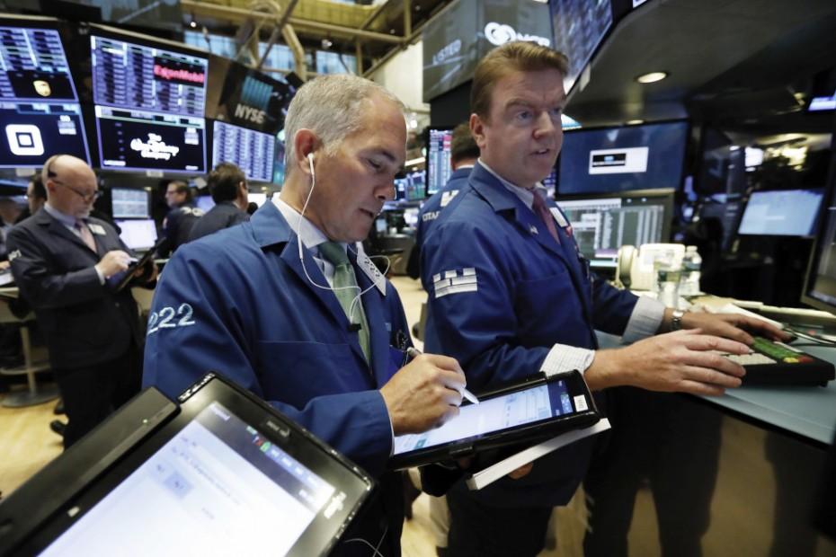 Καθίζηση στη Wall Street μετά από τα αμερικανικά μάκρο