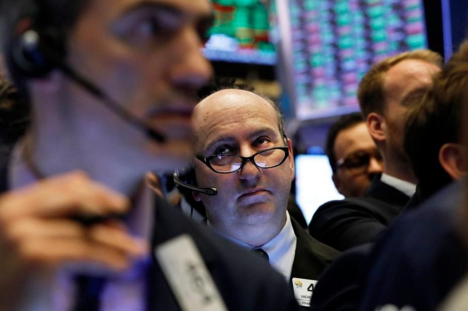 Πιέσεις στη Wall Street μετά από τις εταιρικές ανακοινώσεις