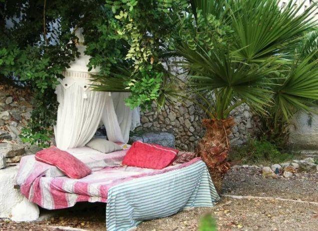 AirBnb στην Κρήτη: Νοικιάζουν ένα... κρεβάτι - Σκέτο!