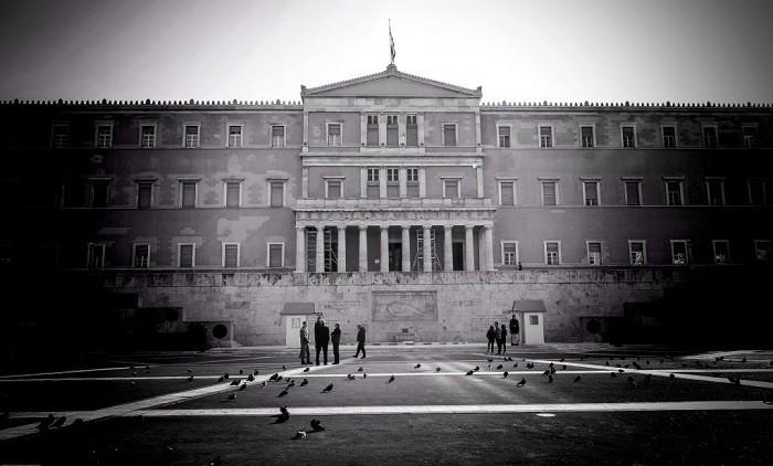 FT: H Αθήνα δημιουργεί πλεόνασμα-μαμούθ, στην προσπάθεια να ευχαριστήσει τους επενδυτές