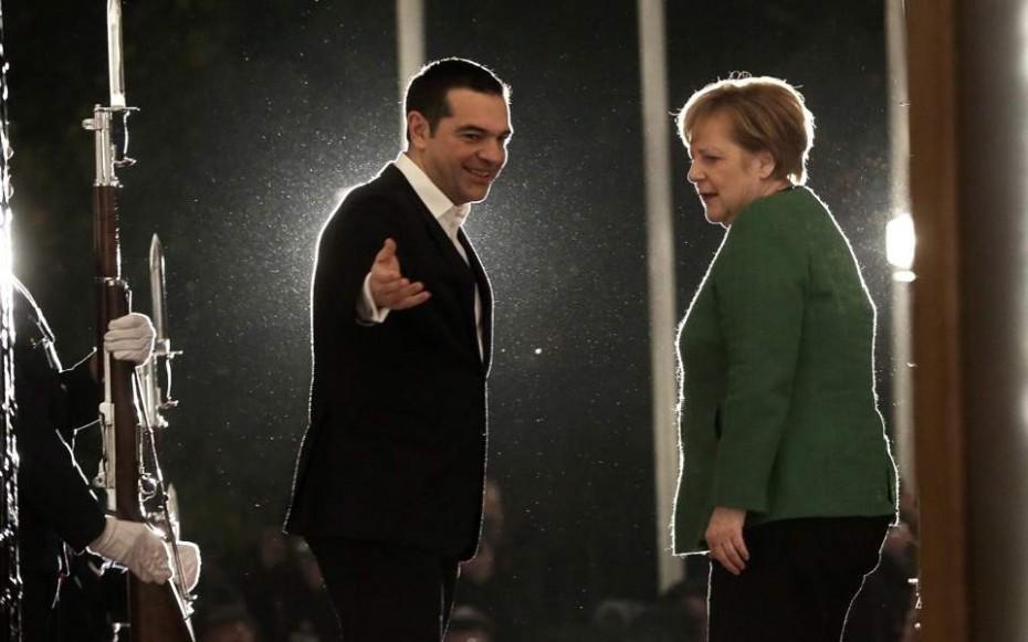 Handelsblatt για γερμανικές αποζημιώσεις: Ο Τσίπρας εντείνει την πίεση στην Μέρκελ