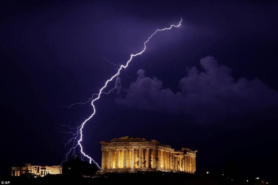 Πώς προστατεύομαι από κεραυνό - Ποιες είναι οι κόκκινες ζώνες στην Ελλάδα