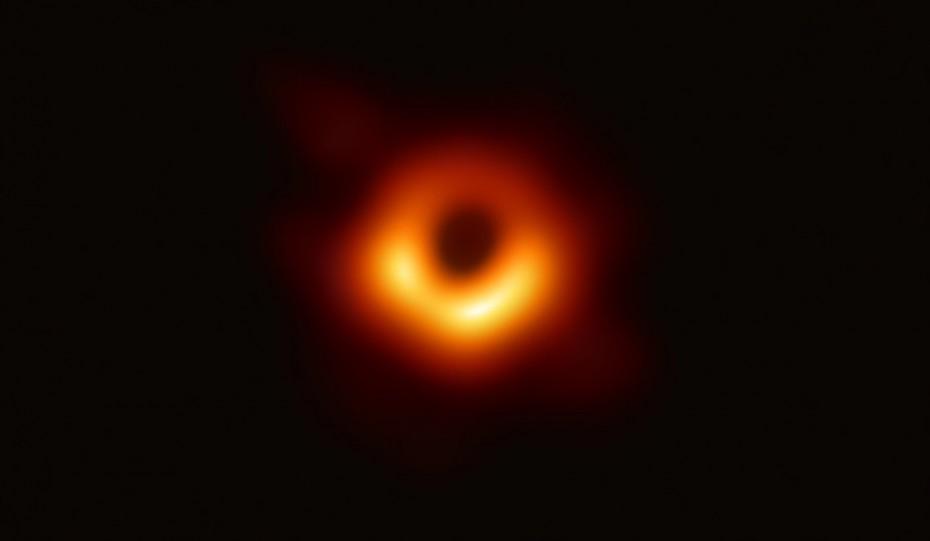 Ιστορικό: Η πρώτη φωτογραφία από το εσωτερικό μαύρης τρύπας
