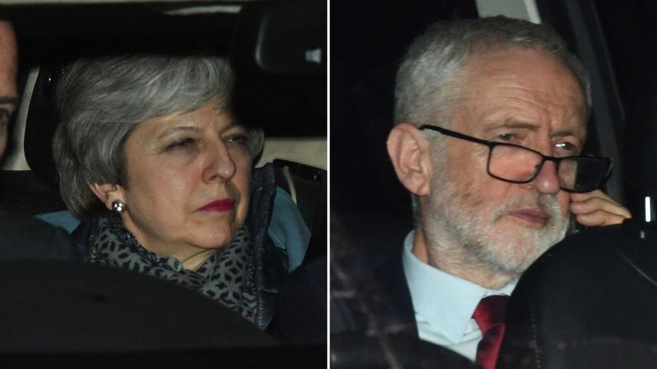 Παραμένουν οι αποστάσεις Μέι και Κόρμπιν για το Brexit