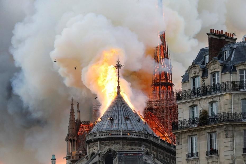 Τεράστια καταστροφή στον καθεδρικό της Παναγίας των Παρισίων
