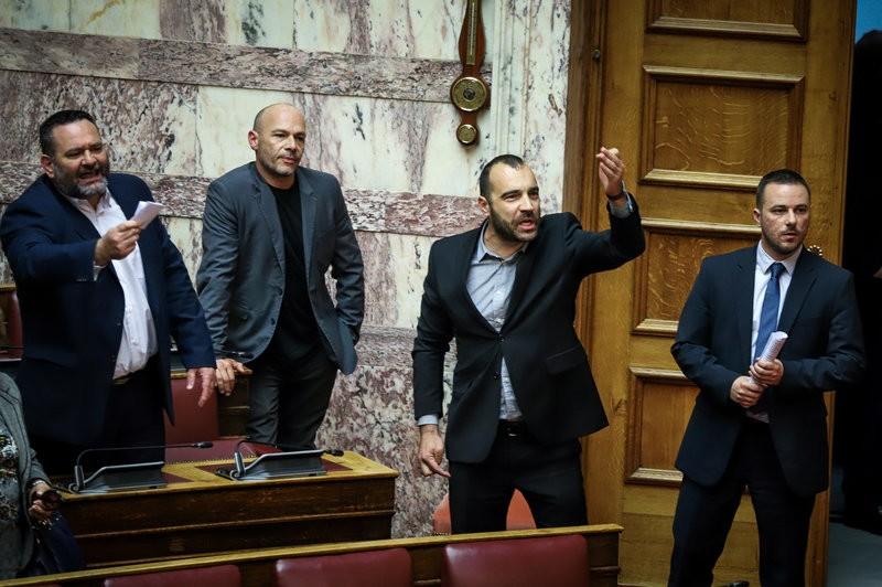 Χρυσαυγίτικες προκλήσεις στη Βουλή, επί των γερμανικών αποζημιώσεων