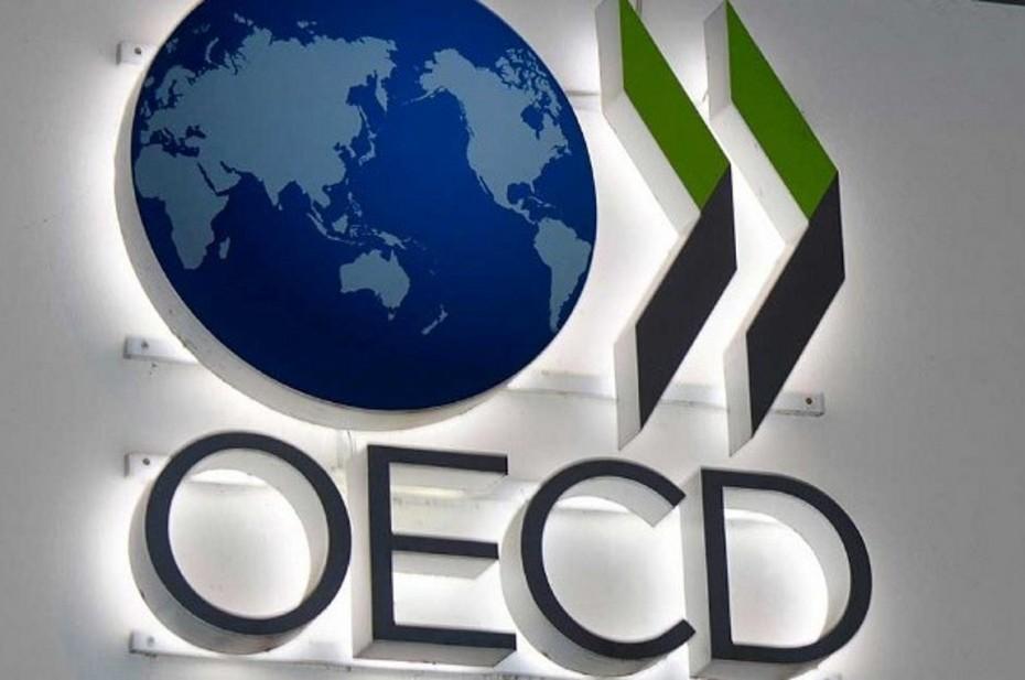ΟΟΣΑ: Χαμηλότερη ανάπτυξη, «αιχμή» για παροχές και «κίτρινη κάρτα» για ιδιωτικοποιήσεις