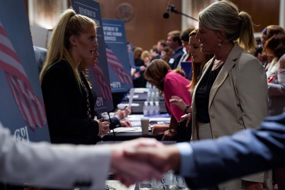 Απροσδόκητη μείωση στα επιδόματα ανεργίας στις ΗΠΑ