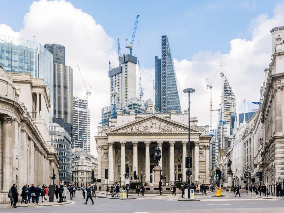 Σταθερά τα επιτόκια της BoE - Νέες προειδοποιήσεις για το Brexit