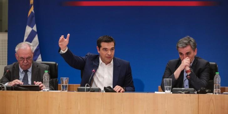 Γερμανικά ΜΜΕ: Προειδοποιήσεις Fitch για επιστροφή της κρίσης - Αγαθοεργία ή τέχνασμα Τσίπρα;