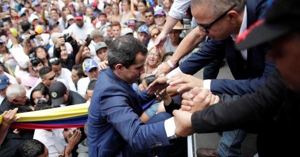 Ο Γκουαϊδό ζητά από το στρατό της Βενεζουέλας να εγκαταλείψει τον Μαδούρο