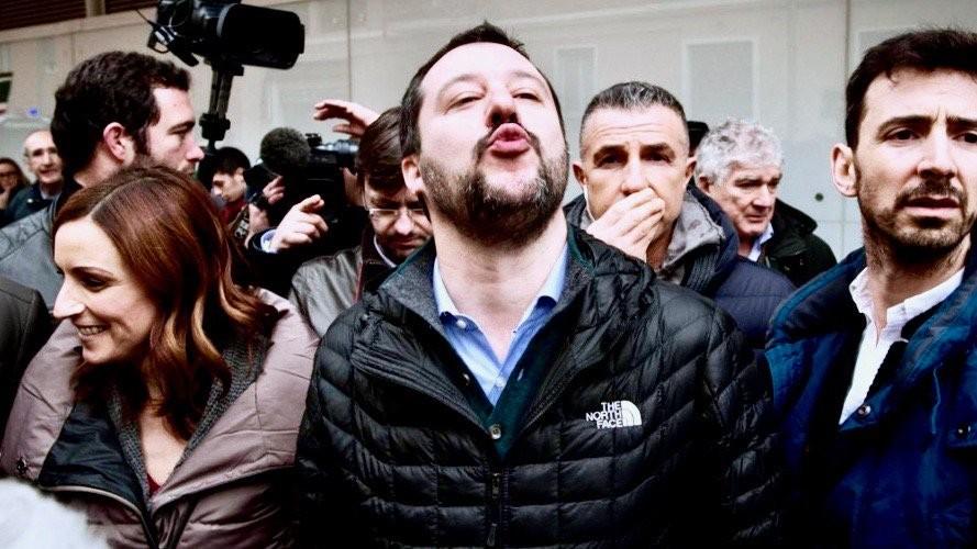 Σαλβίνι: Θα σκίσω κάθε αρνητικό νόμο της ΕΕ για την Ιταλία