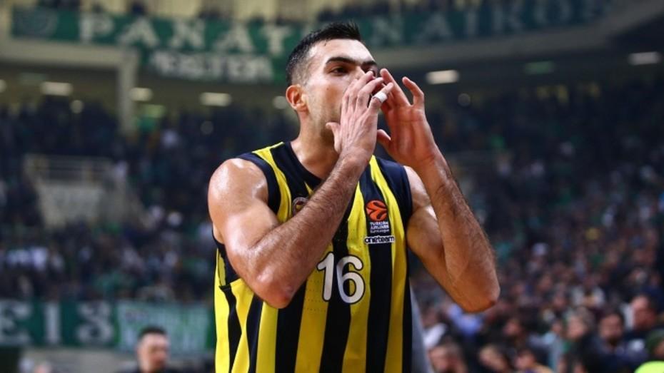 Ο Σλούκας υπέγραψε στον Ολυμπιακό, λέει ο Γιαννακόπουλος
