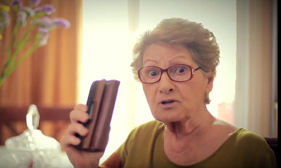 Η... γιαγιά του ΣΥΡΙΖΑ επανέρχεται μετά από τις σφοδρές αντιδράσεις (βίντεο)