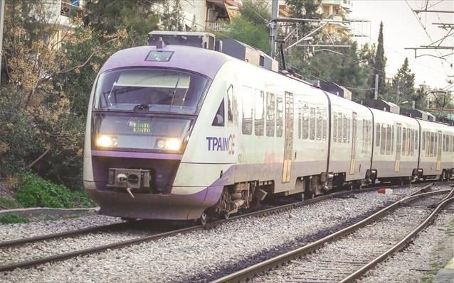 Τρένο συγκρούστηκε με αυτοκίνητο στη γραμμή Λάρισα-Βόλος