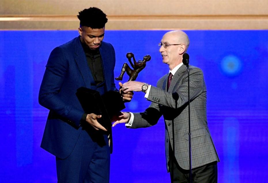 Στην κορυφή του κόσμου ο Αντετοκούνμπο - MVP του NBA