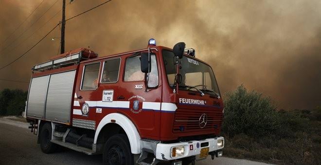 Απειλούνται σπίτια στην Κορινθία - Μεγάλη πυρκαγιά