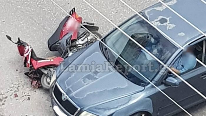Λαμία: Οδηγός χτύπησε και εγκατέλειψε ντελιβαρά
