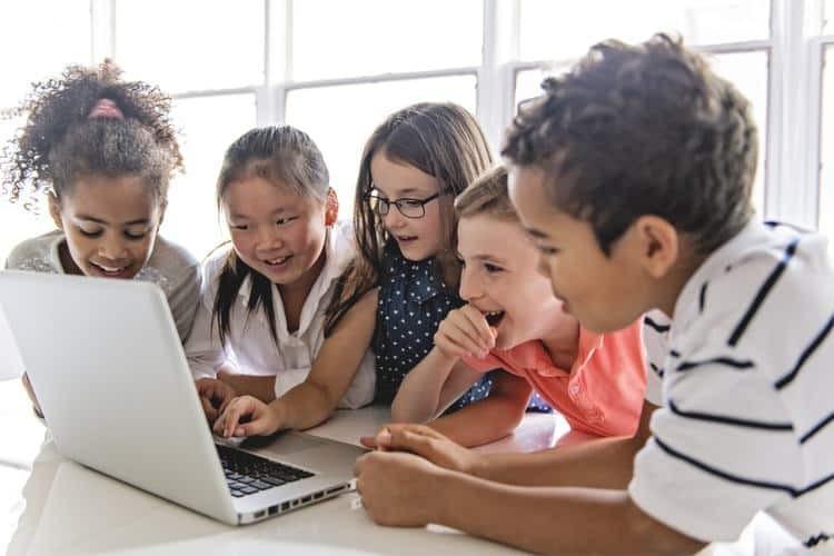 Μεγάλο το ενδιαφέρον των παιδιών για τις διαδικτυακές αγορές