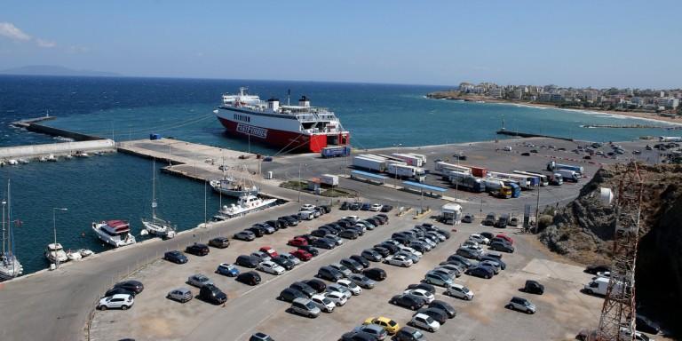 Βλάβη σε πλοίο με 317 επιβάτες - Επιστρέφει στη Ραφήνα