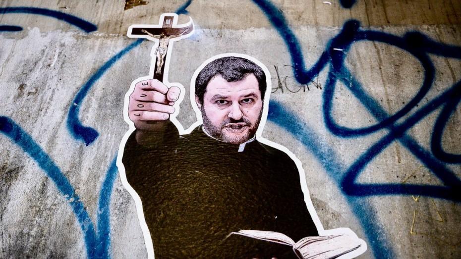 Ακάθεκτος ο Σαλβίνι, απειλεί και πάλι με παραίτηση στην Ιταλία