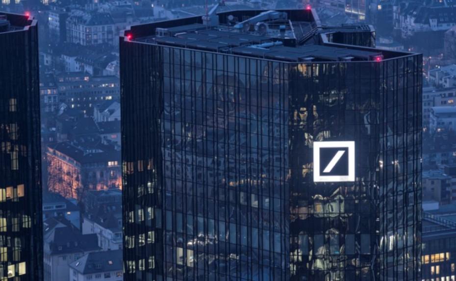 Σε νέο ιστορικό χαμηλό οι μετοχές της Deutsche Bank