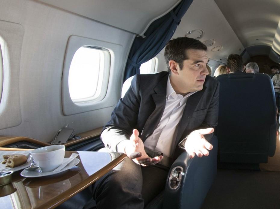 Debate ακόμα και... από το αεροπλάνο θέλει ο Τσίπρας