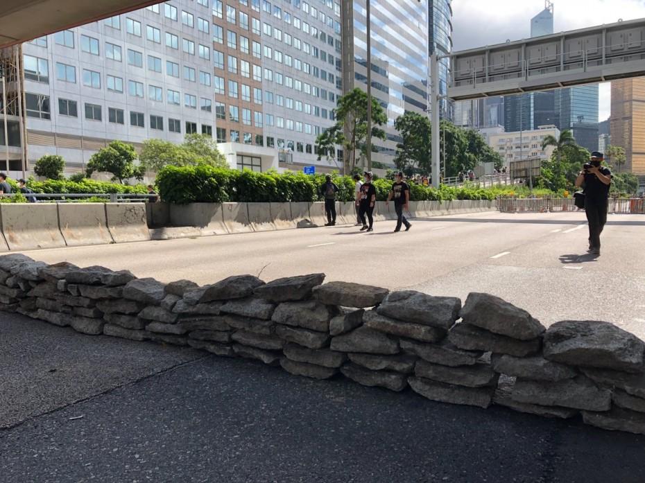 Στήνονται οδοφράγματα στους δρόμους του Χονγκ Κονγκ