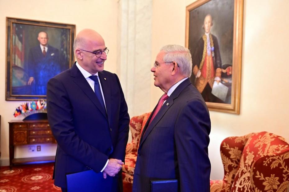 Με τον Αμερικανό γερουσιαστή Μενέντεζ συναντήθηκε ο Δένδιας