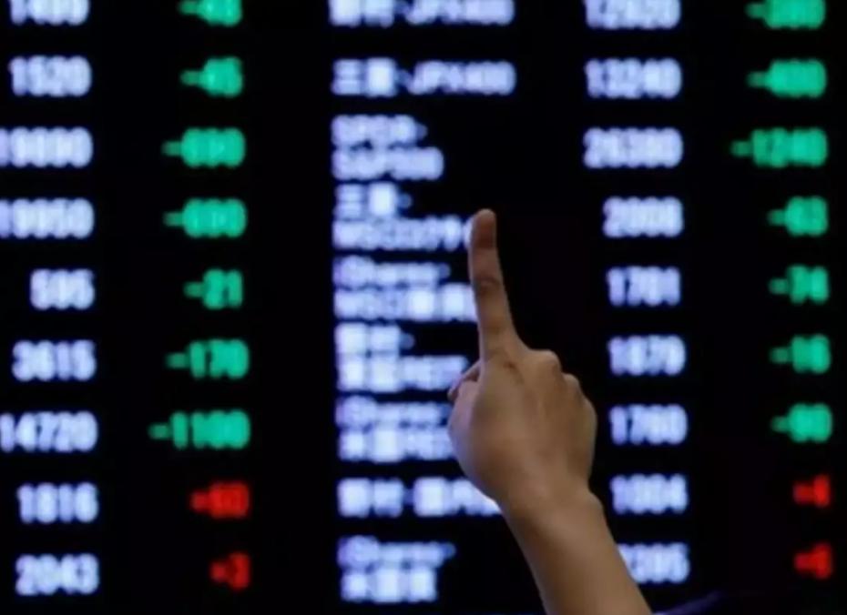 Στο «πράσινο» οι ευρωαγορές, αναμένοντας την Κομισιόν