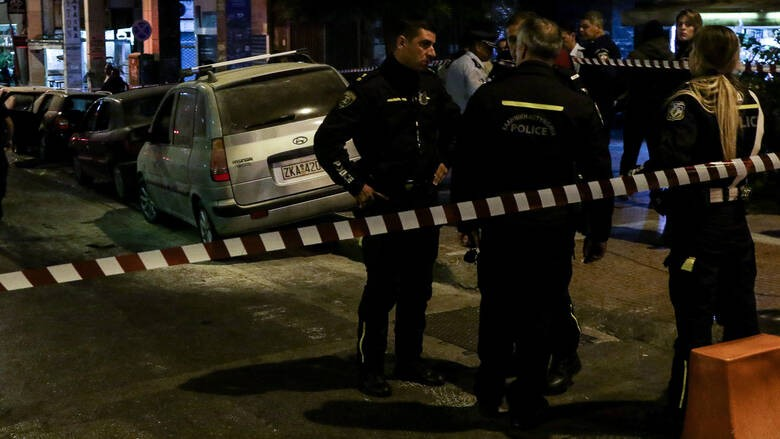 Επίθεση αντιεξουσιαστών στο ΑΤ Ακροπόλεως - Τραυματίες αστυνομικοί